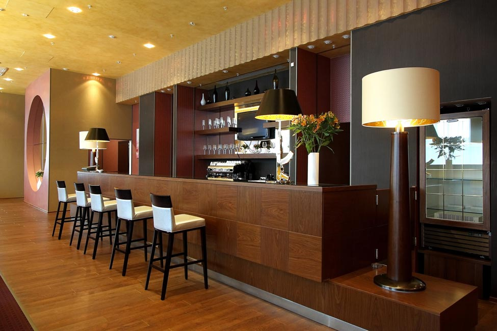 Restaurant interior designers in delhi noida gurgaon for Interior decoration pictures of restaurant